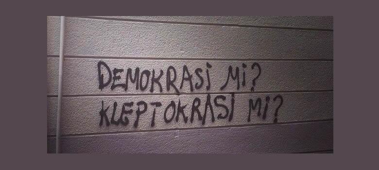 دیموکراسی یان کلێپتۆکرەسی؟ … ئەحمەد ساڵەح